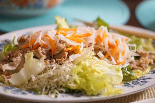 お肉と野菜たっぷり豪華なサラダ〜おうちカフェ〜