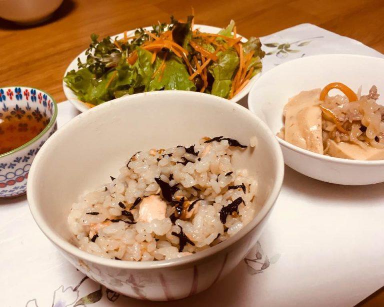 鮭とひじきの混ぜご飯〜おうちカフェ〜