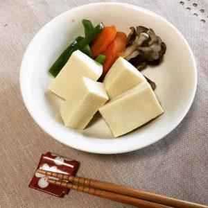 食卓から消え去りつつあるおふくろの味、高野豆腐の炊き合わせ〜おうちカフェ〜