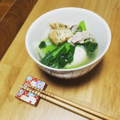 焼いたパリパリの鳥皮が美味しい、こってり系のお雑煮〜おうちカフェ〜